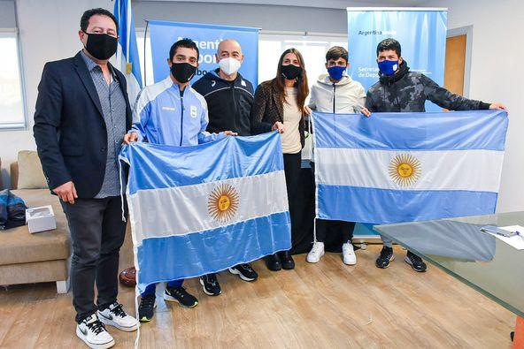Los maratonistas, con la bandera argentina 12