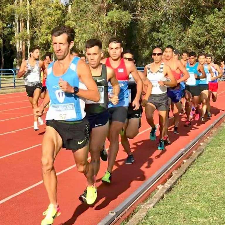 Luis Molina logró los 10 mil metros en el GP de Montevideo 1